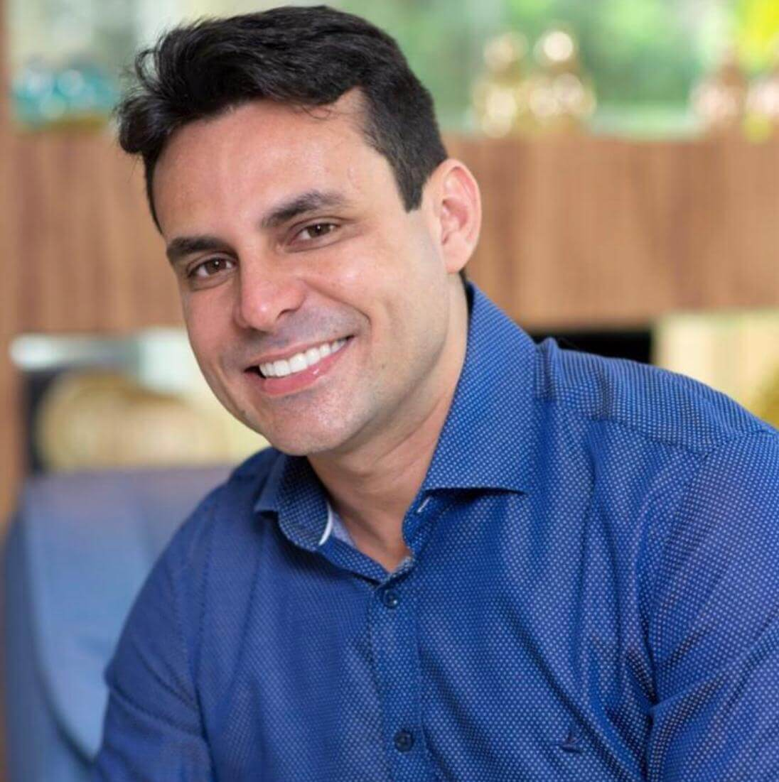 Dr. Raphael Carvalho