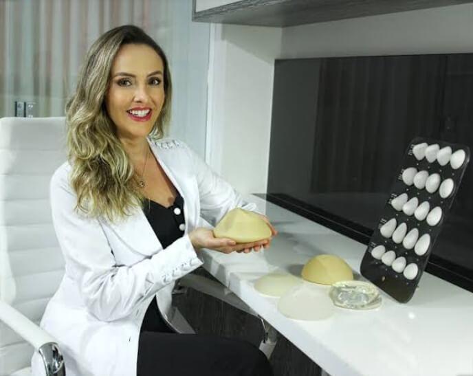 Dra. Camila Lopes Santos