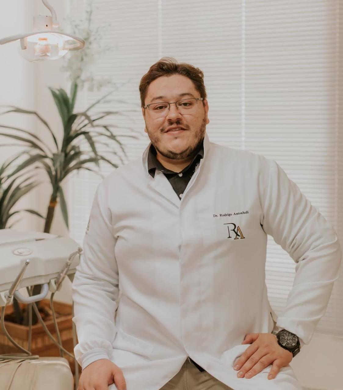 Dr. Rodrigo Antonholi